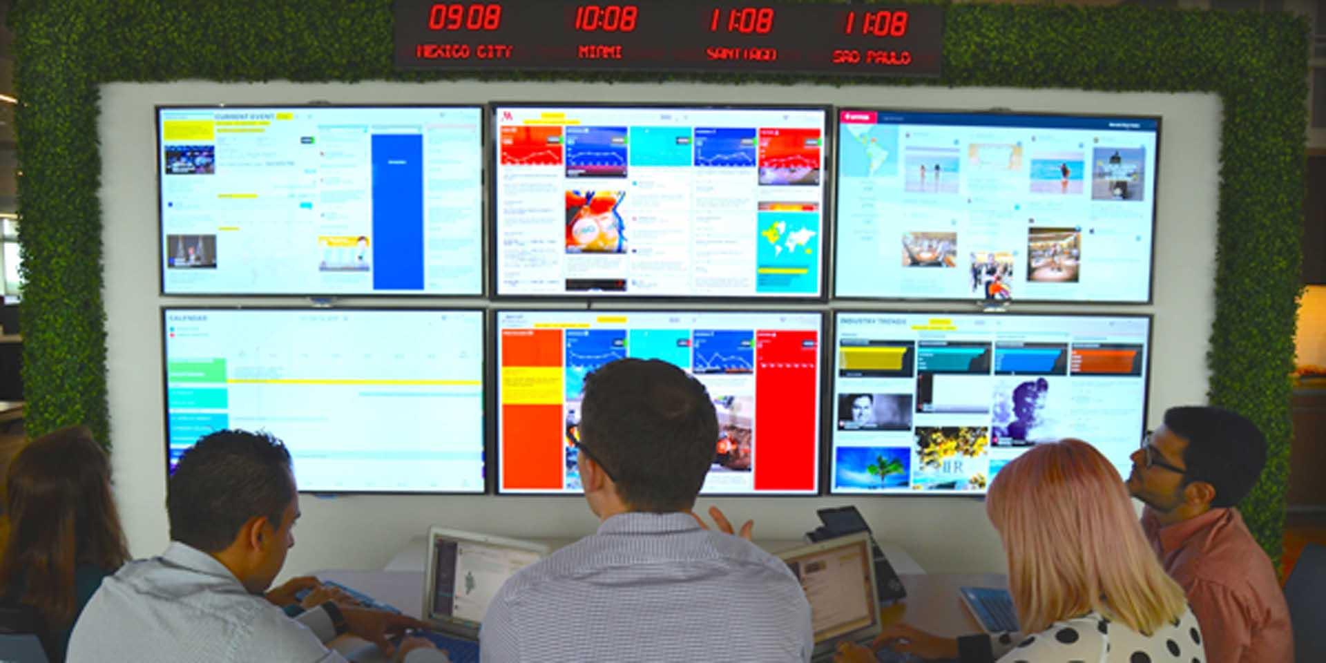 Wnętrze siedziby MLive, Floryda. Źródło: http://news.marriott.com/2016/04/marriott-international-launches-third-m-live-studio-companys-global-marketing-real-time-command-center/